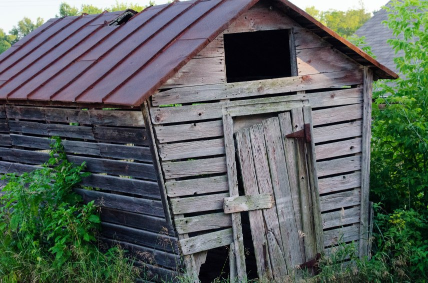 Leaning Corn Crib of Jackson County