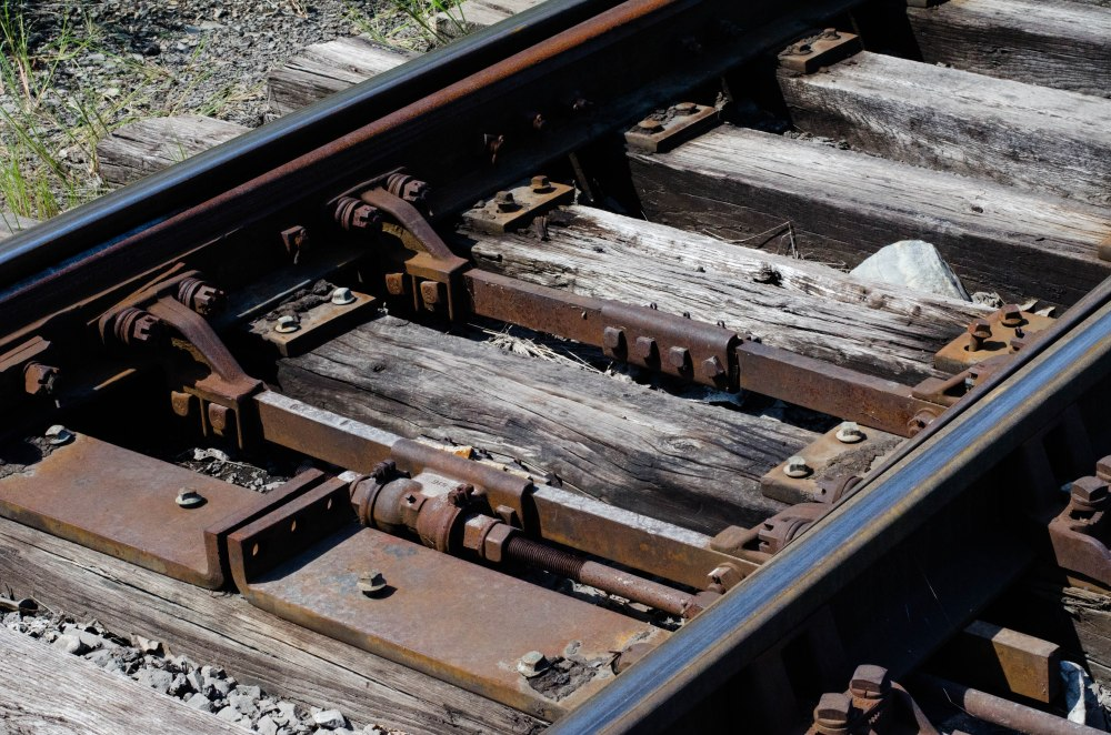 Mechanism that switches the tracks.