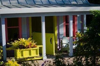 A kid-size Florida cottage.